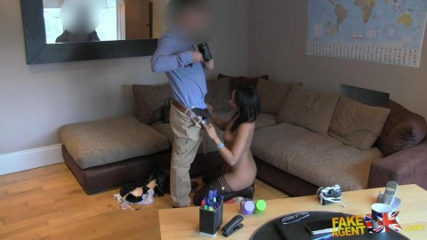 fauk1168_amateur_babe_gives_agent_a_pro_blow_job